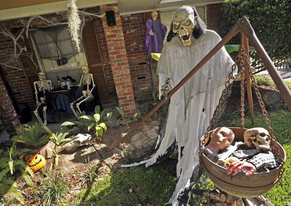 It's Halloween, so LaDonna Woolley's yearly tribute to her favorite holiday is aliiiiiiiiiive! _lowres