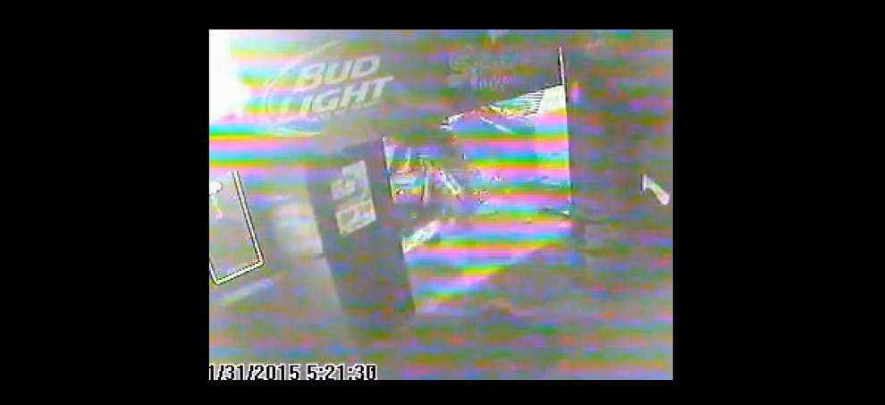 Man tries to steal ATM by towing it out of Prairieville bar; ends up dragging ATM and arcade game out the door _lowres