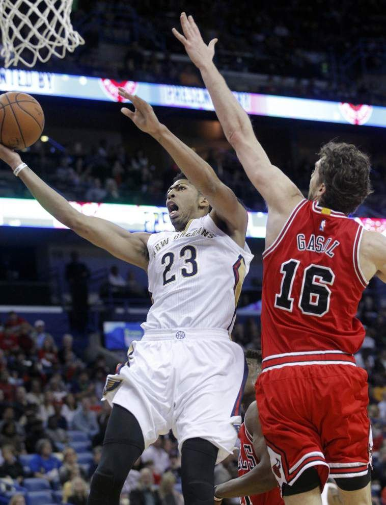 It's a sprained right shoulder for Anthony Davis, who's day-to-day entering Monday's matchup with Utah _lowres