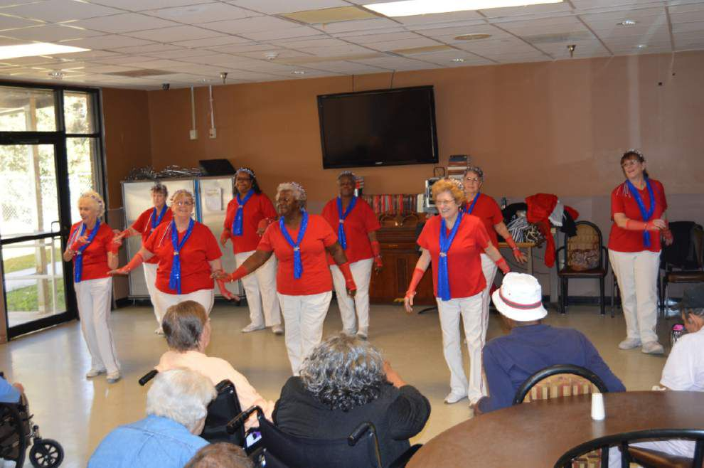 Group works to bring joy to those in nursing homes _lowres