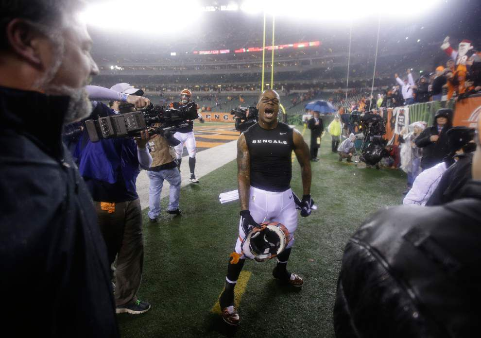 Bengals bounce Broncos 37-28 to clinch playoff spot _lowres