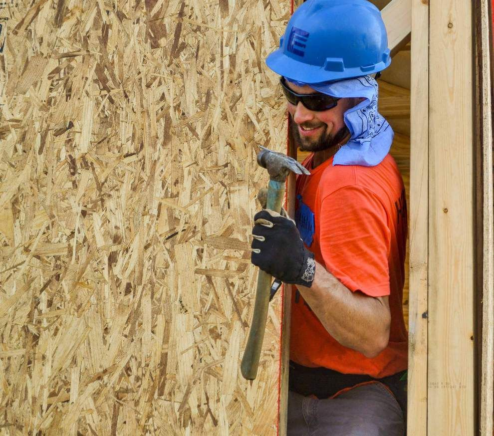 Turning blue jeans green: Sheryl Crow creates insulation for Katrina rebuild _lowres