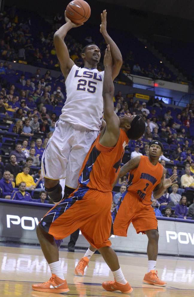 After a slow start, LSU men power past Savannah State 75-59 _lowres
