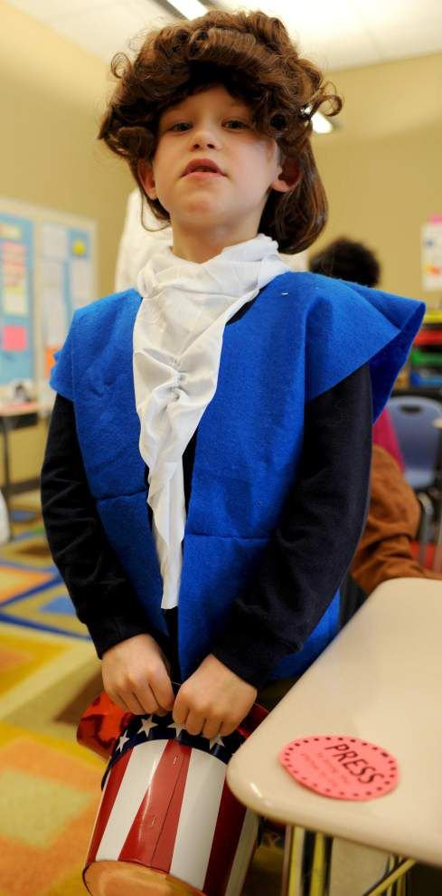 Students dress up for Living History Day _lowres