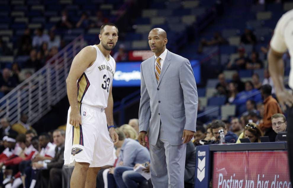 Pelicans power forward Ryan Anderson gets a look at small forward _lowres