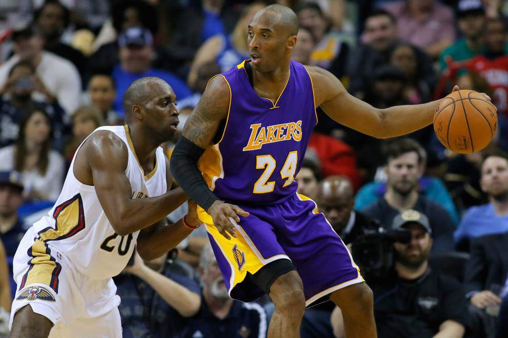 Video: Lakers guard Kobe Bryant hopes to play through shoulder injury _lowres