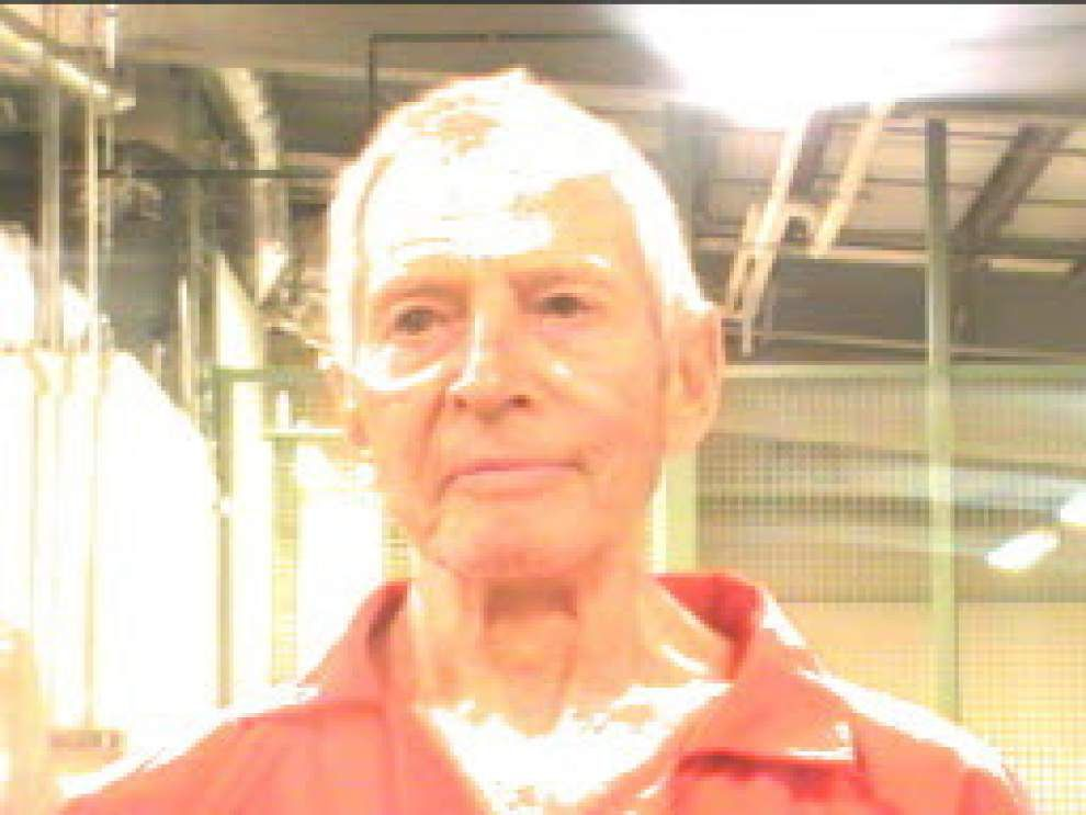 Video appears to show murder suspect Robert Durst urinating in Houston CVS _lowres