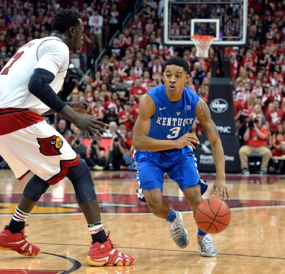 Tyler Ulis helps No. 1 Kentucky hold off No. 4 Louisville 58-50 _lowres