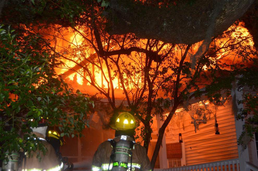 Early morning fire destroys roof of Olde Towne restaurant _lowres
