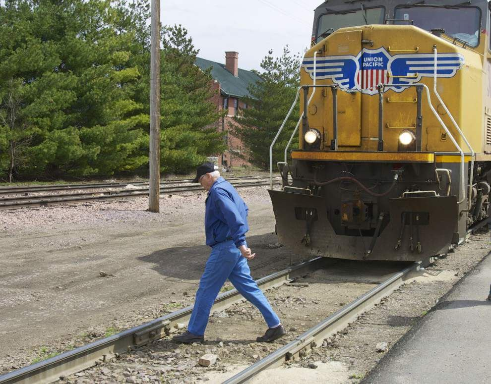 Railroads stress safety after deaths up in 2013 _lowres