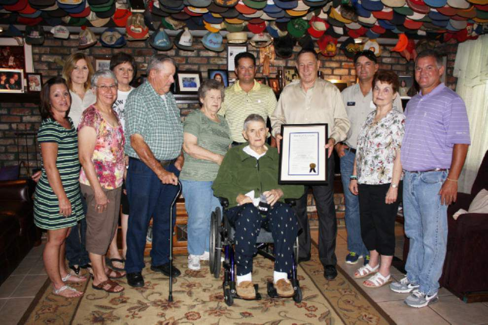 Longtime government employee honored _lowres