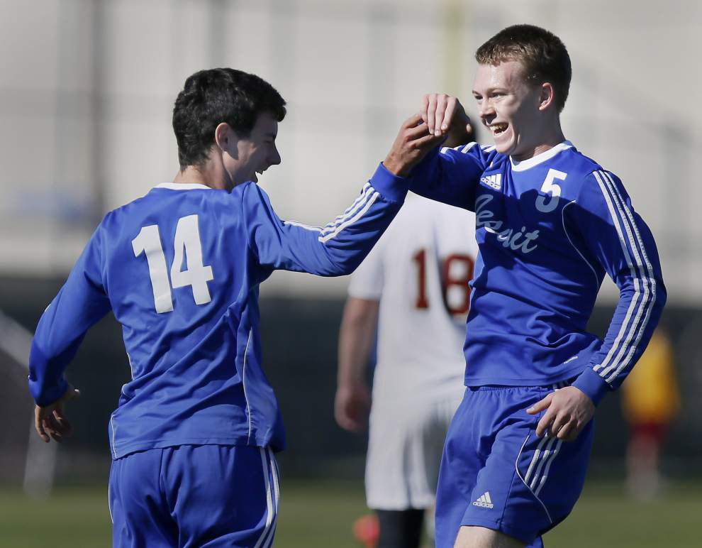 Goal right before halftime big momentum-builder as Jesuit downs Brother 2-1 _lowres