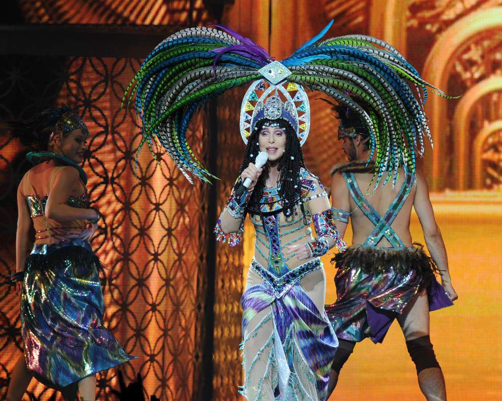 Ailing Cher postpones tour stops in NY, NH _lowres