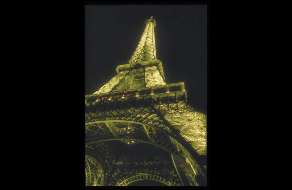Eiffel Tower gets $38M vertigo-inducing face lift _lowres