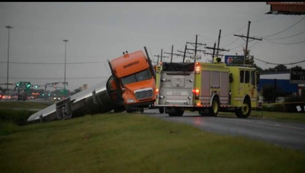 Video: 18-wheeler hauling Glycerol overturns _lowres