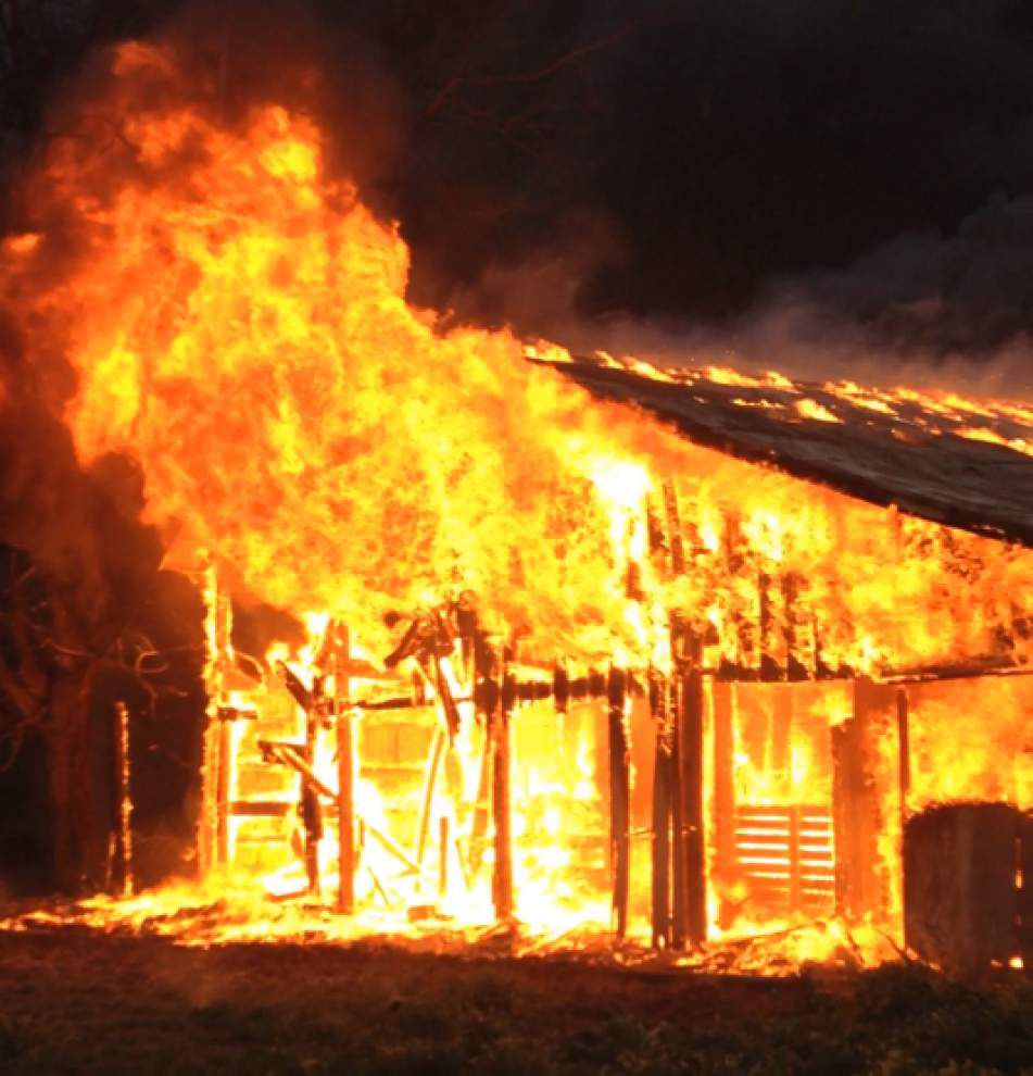 Fire destroys barn in Scott _lowres
