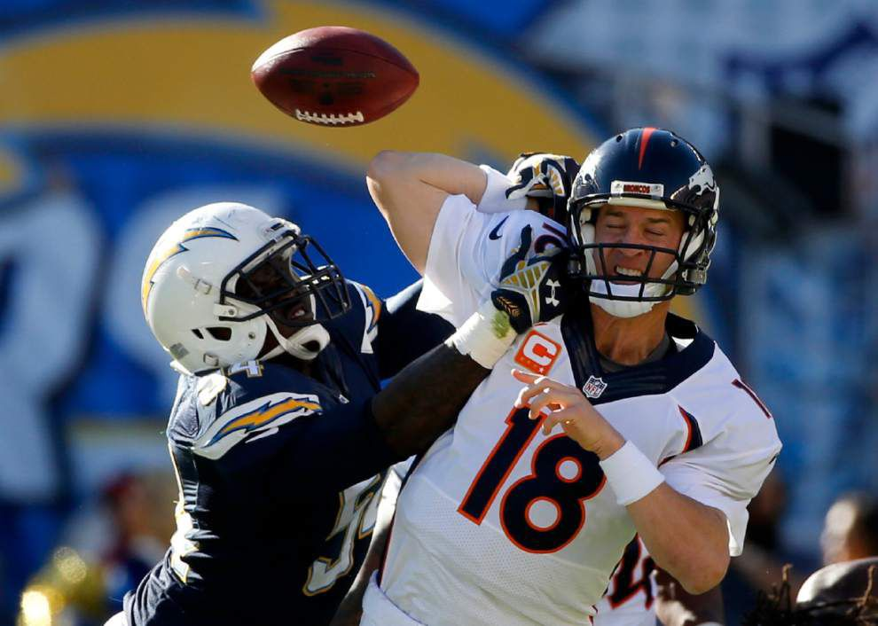 Peyton Manning exits game with thigh injury _lowres