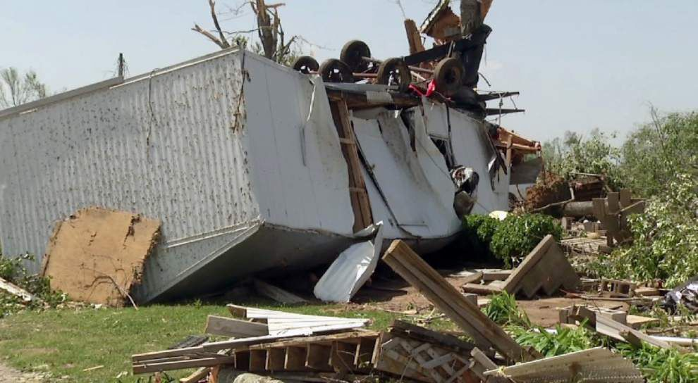 At least 35 dead as South braces for more twisters _lowres