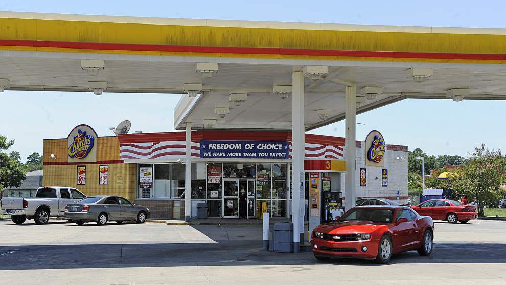 Lafayette convenience store robbed by two armed men _lowres