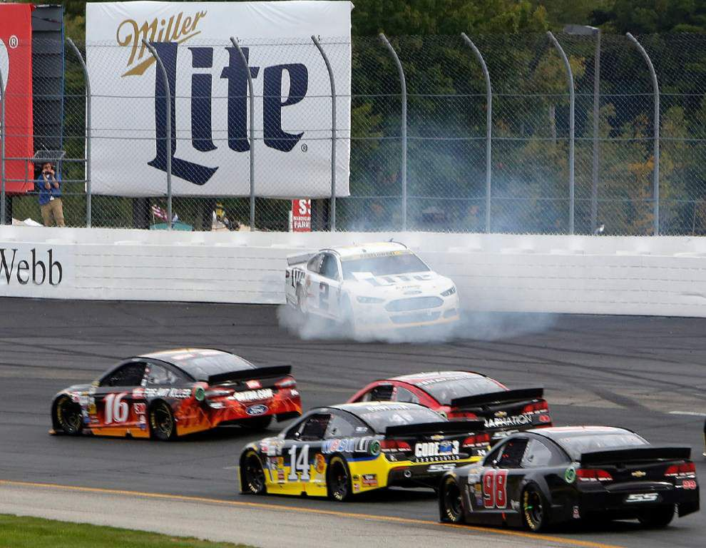 Joey Logano wins in second race of Chase _lowres