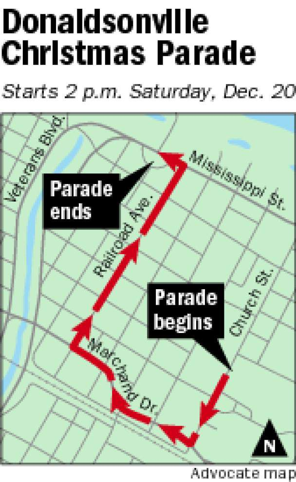 Volunteers keep parade for Christmas afloat _lowres