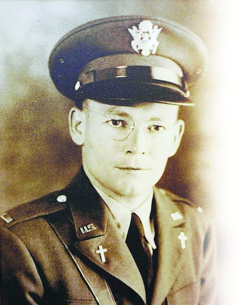 Priest honored for his work while chaplain, POW in World War II _lowres