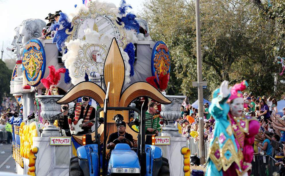 With pomp and pageantry Endymion rolls through Mid-City _lowres