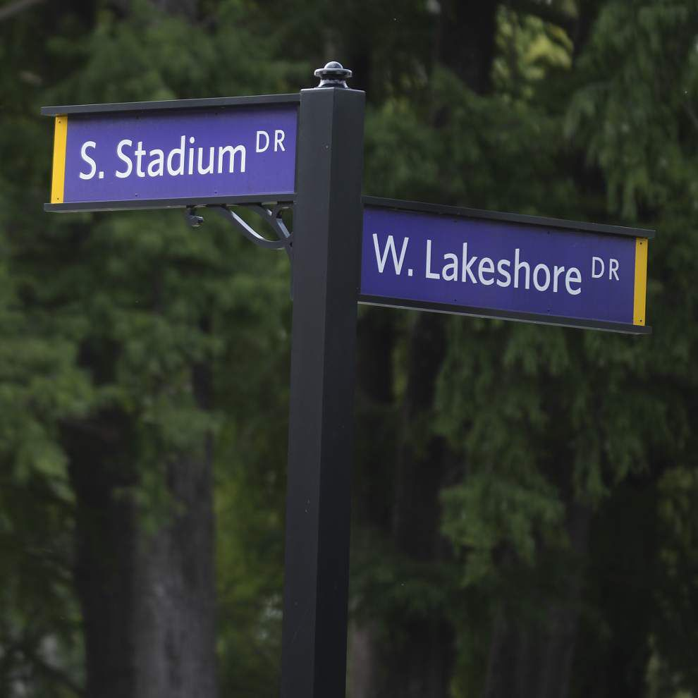 Video: New traffic signal installed at southeast entrance to LSU campus _lowres
