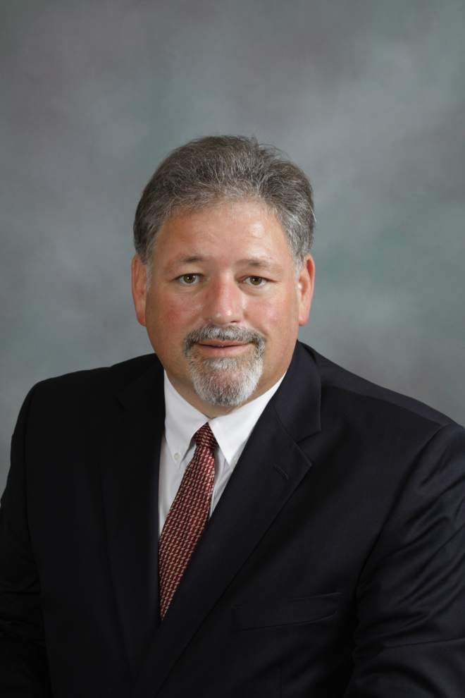 Jeff School Board member casts decisive vote to have board pay his legal fees _lowres