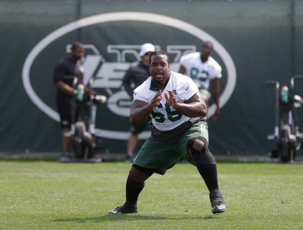 Willie Colon practices with Jets _lowres