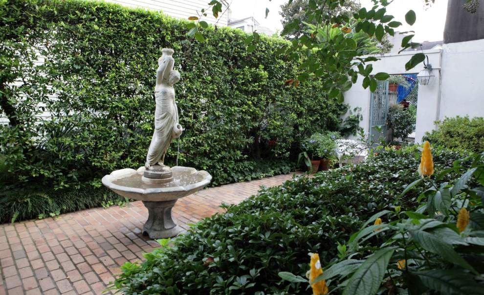 Elegant outdoor spaces featured on Secret Garden tour _lowres