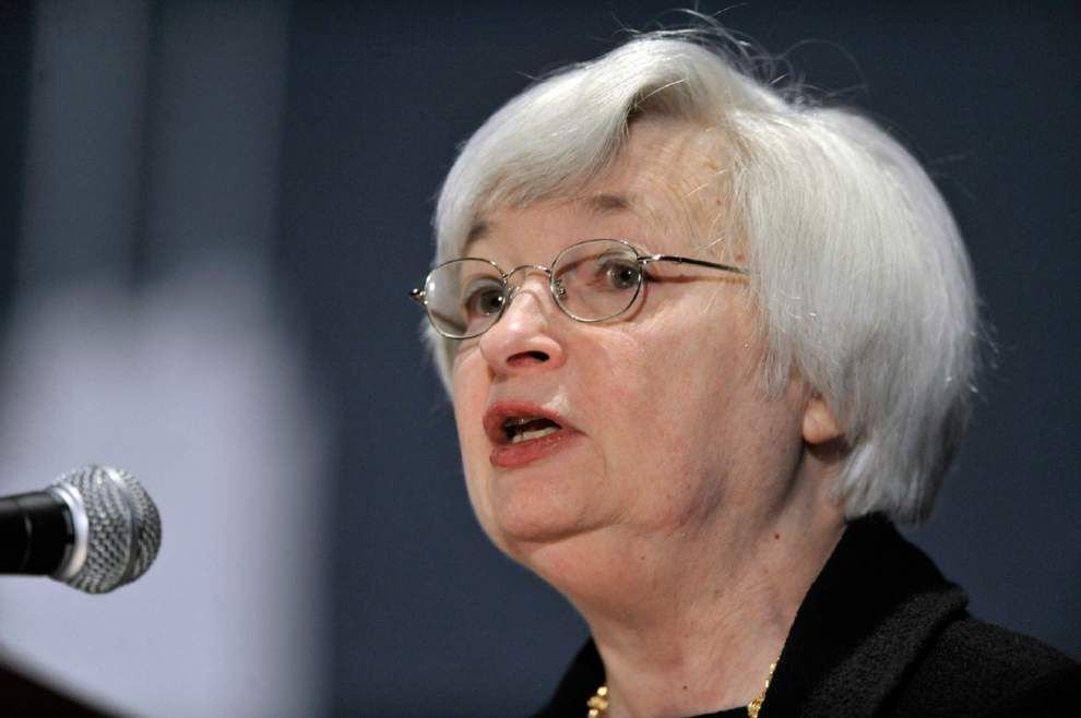 Yellen says Fed examining additional bank rules _lowres