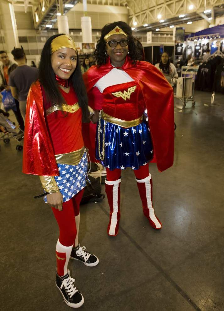 Final day of Comic Con attracts costumed fans young and old _lowres