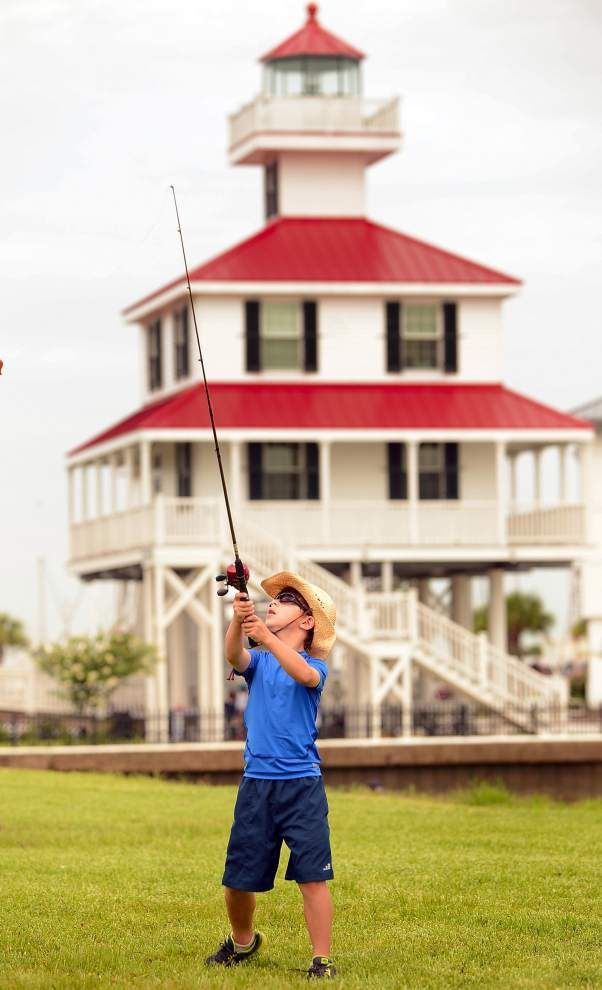 Lake Ponchartrain foundation helps teach kids to fish _lowres