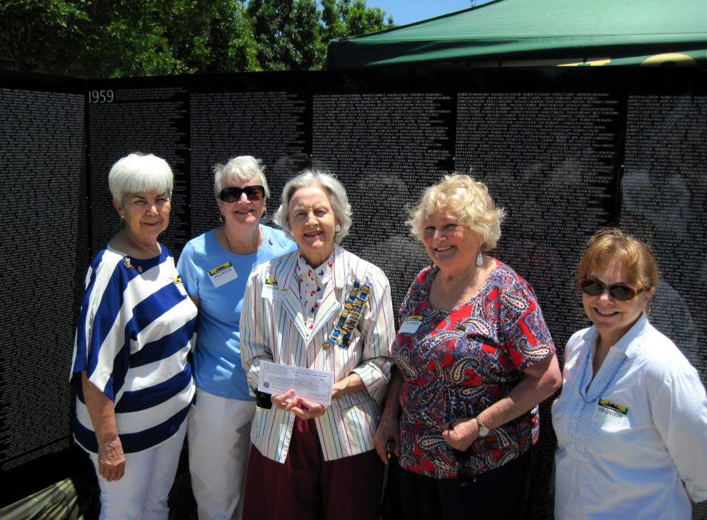 DAR chapter volunteers at 'The Wall' in Kenner _lowres