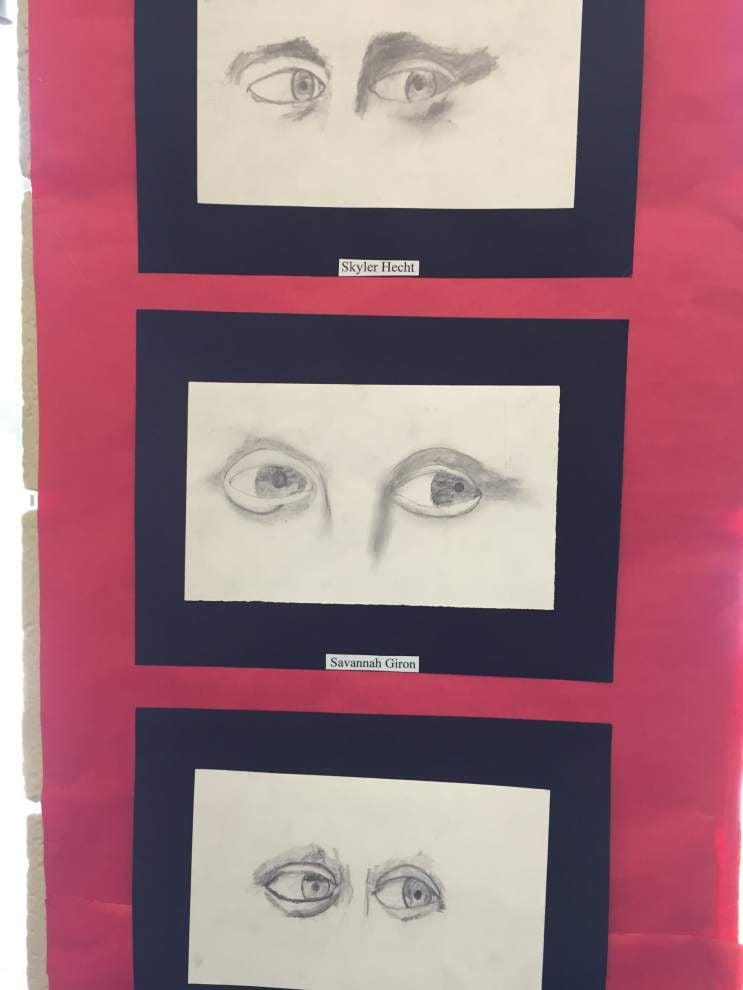 Teacher instills love of art in classroom _lowres