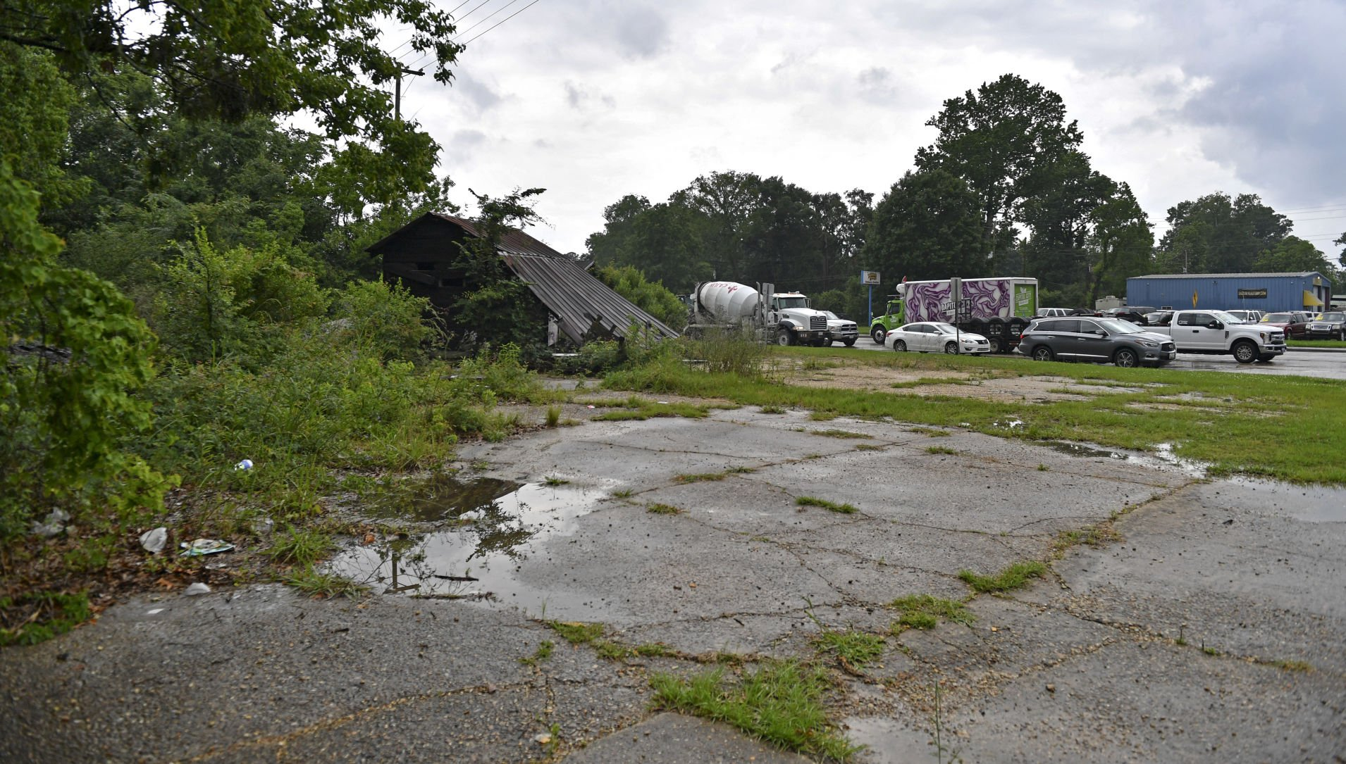 Ask The Advocate: Dilapidated building on O'Neal at Florida; Monterrey bridge replacements