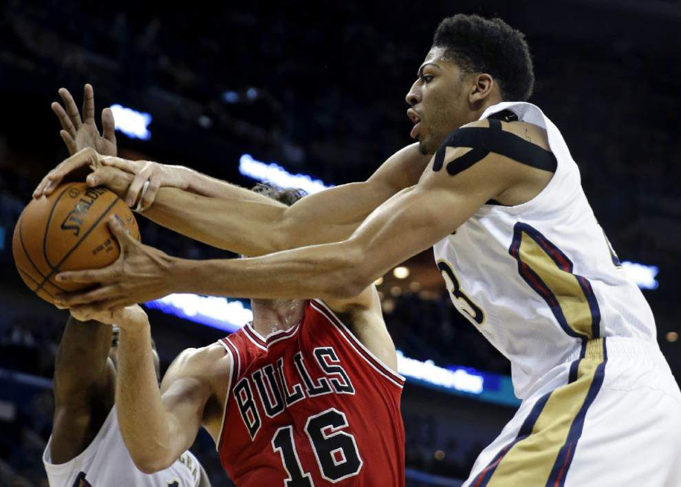 Pelicans forward Anthony Davis (sprained right shoulder) will not play in Monday's game against the Utah Jazz _lowres