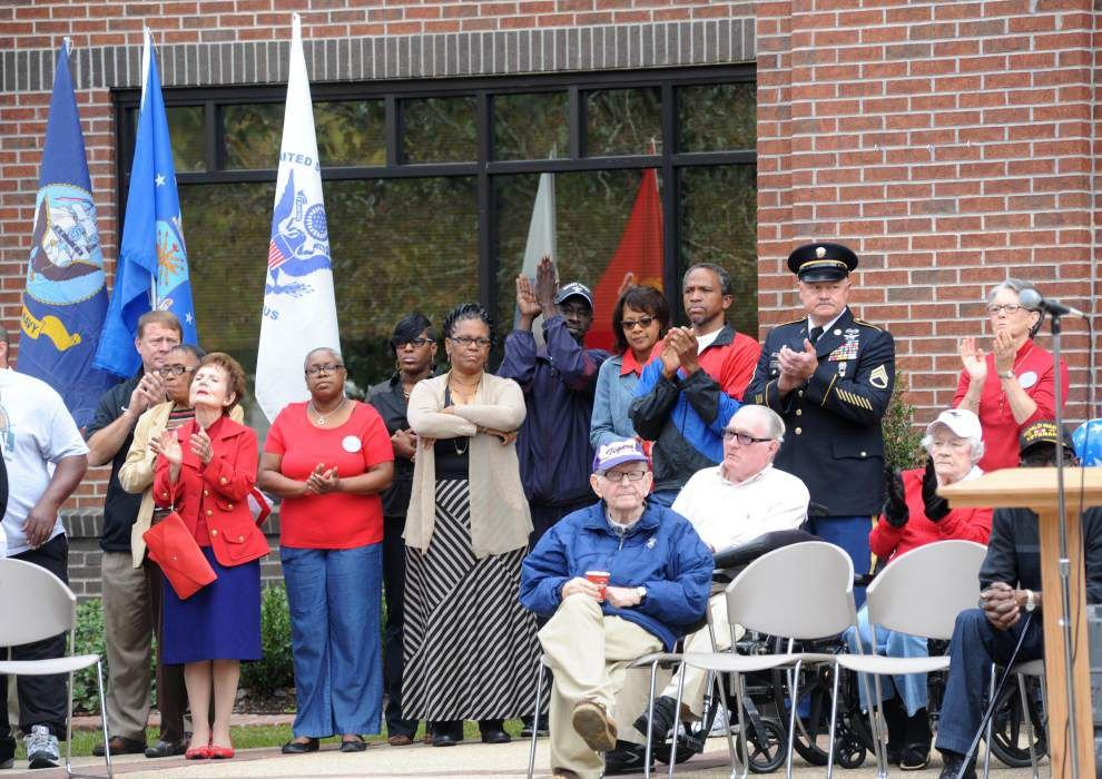 Ceremony honors veterans _lowres