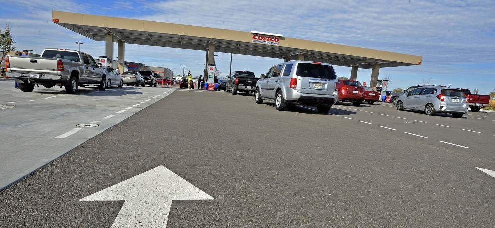 Baton Rouge motorists welcome plunging gas prices, but how long will it last? _lowres