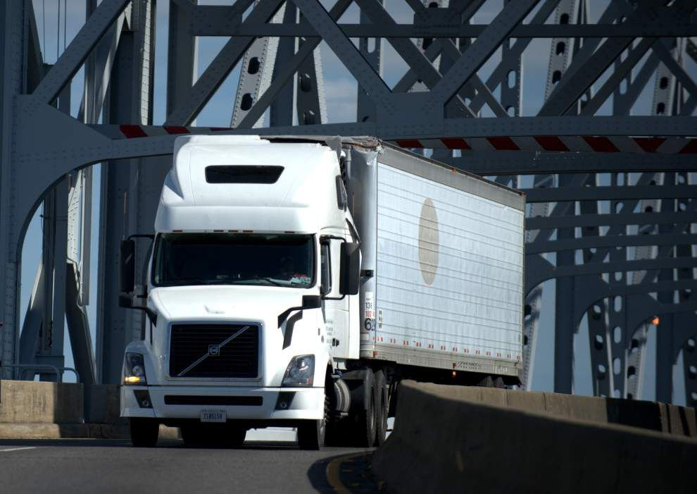 Claiborne Avenue bridge closed after 18-wheeler strikes beam _lowres