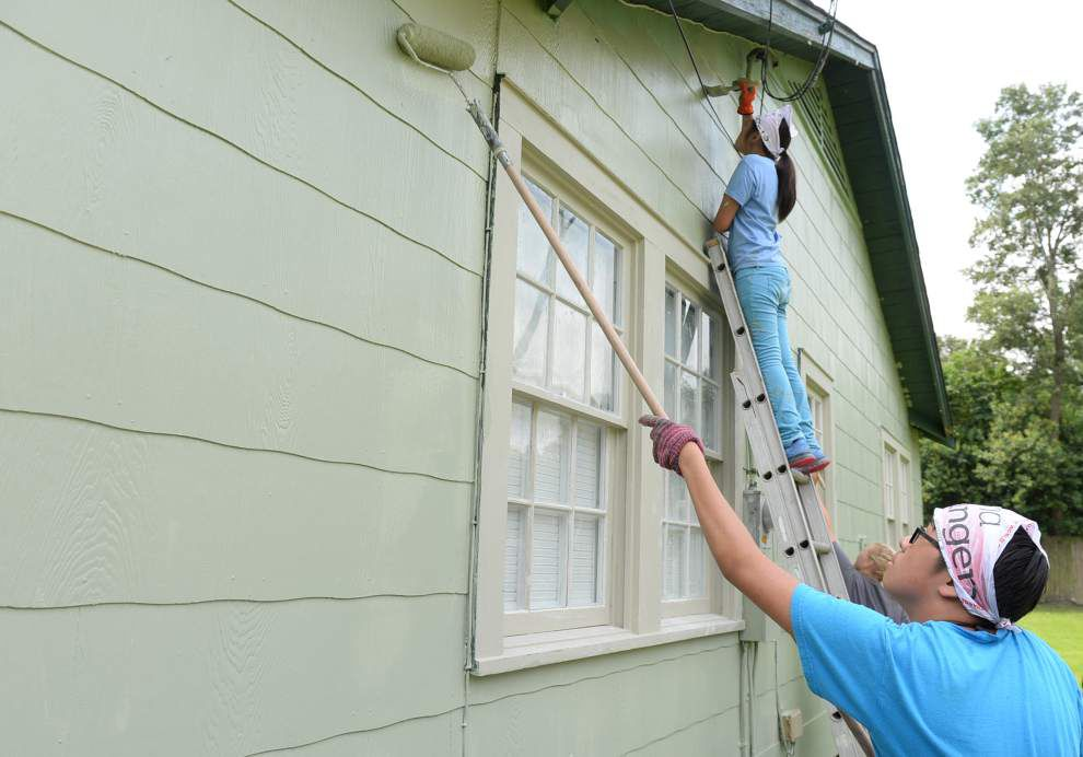 'World Changer' teens on mission sprucing up BR homes _lowres