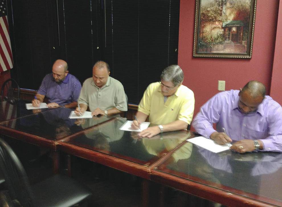 Gonzales mayor, police chief, councilmen sign recall petitions _lowres