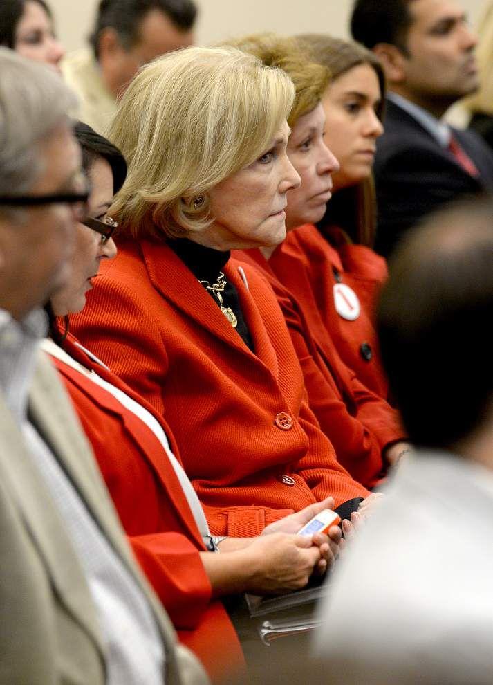 Oil lawsuit-killing bill advances _lowres