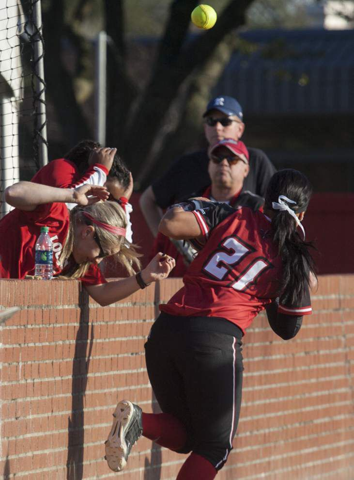 Pitcher Jordan Wallace dominates as the Cajuns softball team opens the season with a 6-0 win over N.C. State _lowres
