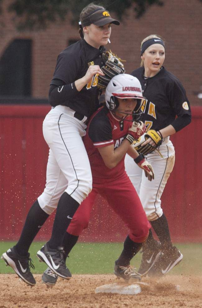 Cajuns softball team wins tournament opener _lowres