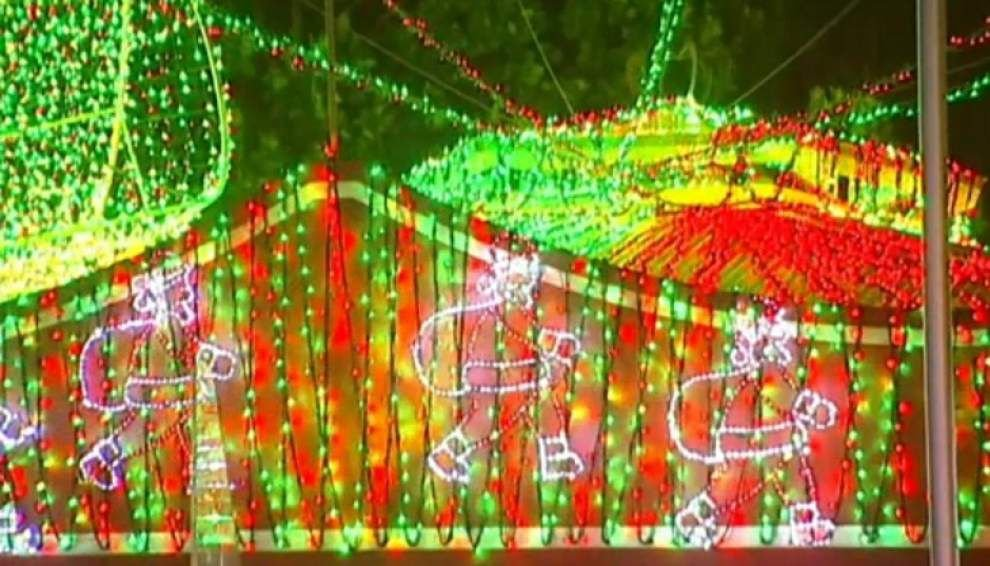 New record: 1.2 million Christmas lights _lowres