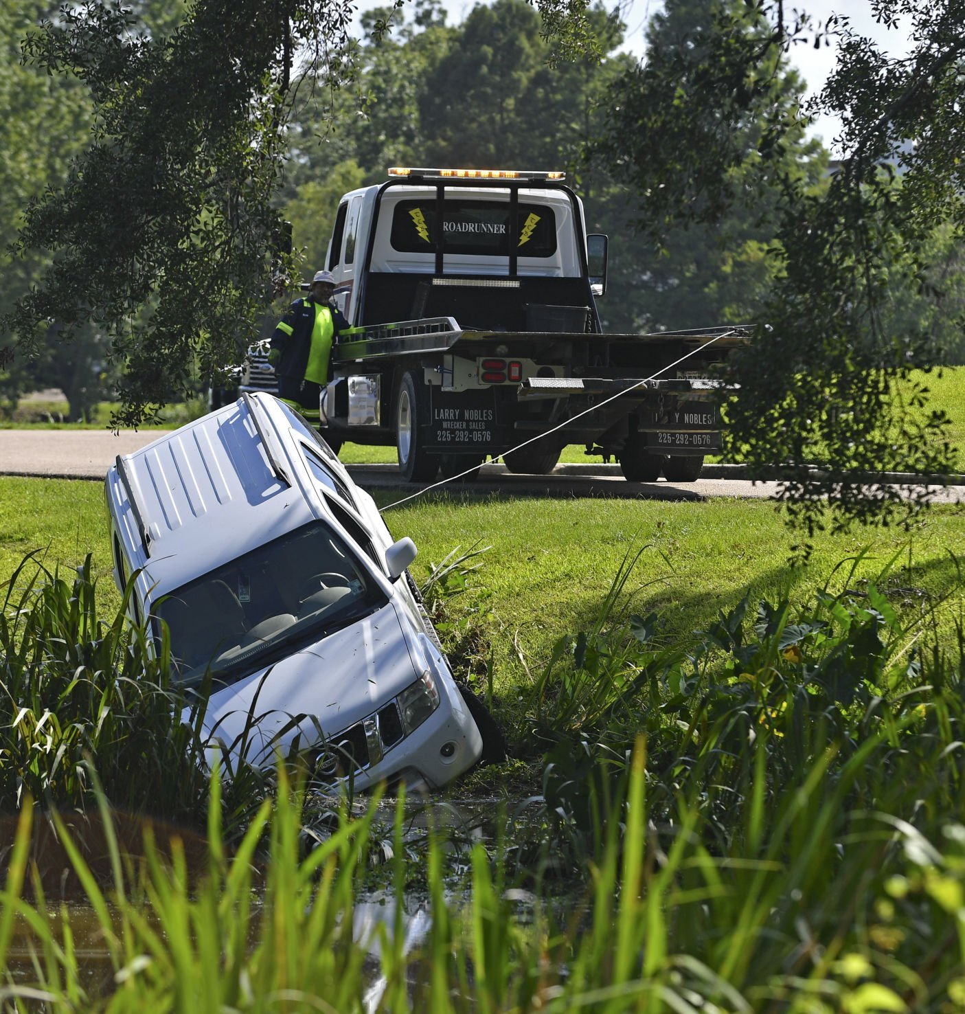 Baton Rouge man cited for DWI after driving his SUV into the LSU lakes Wednesday afternoon