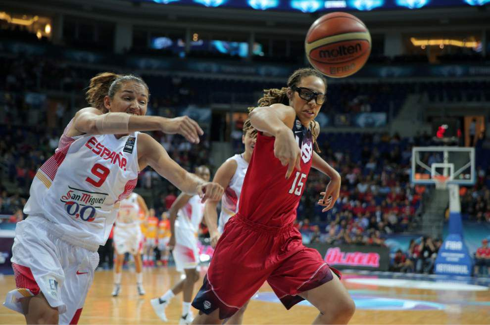 US women beat Spain in world championship gold medal game _lowres