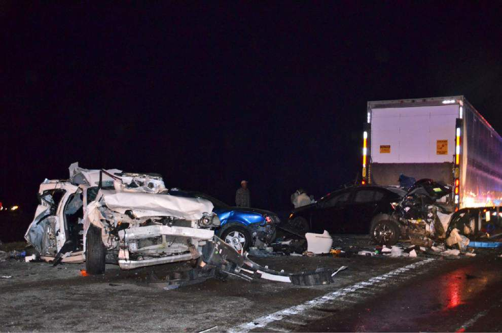 4 dead, 4 hurt in 11-vehicle crash on I-10 in Mississippi _lowres